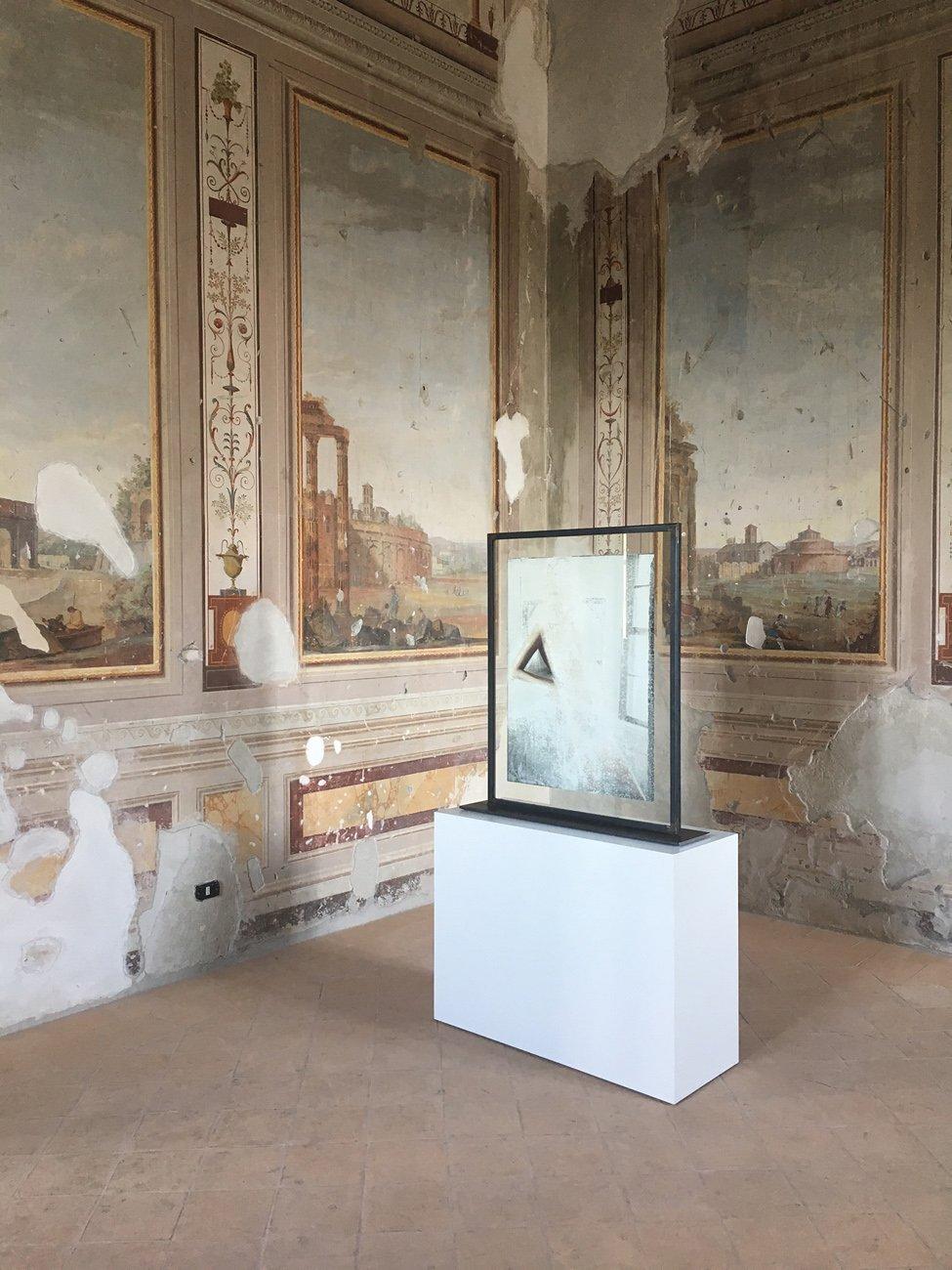 Anat Ebgi, Amie Dicke at Granpalazzo, Installation view, 2017